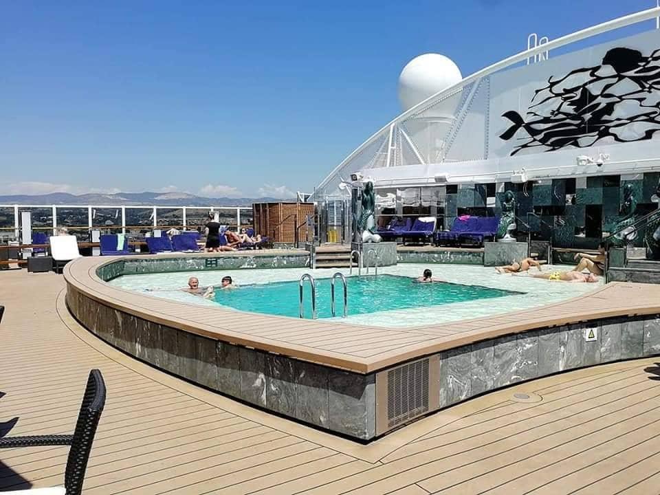 piscina yacht club msc seaview